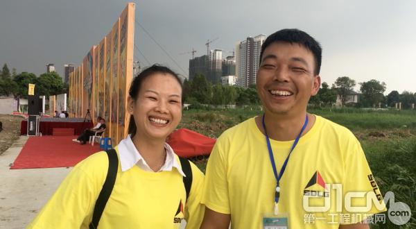 采访过程中,戴萍萍一直面带微笑,跟朱红楼有着同款的微笑