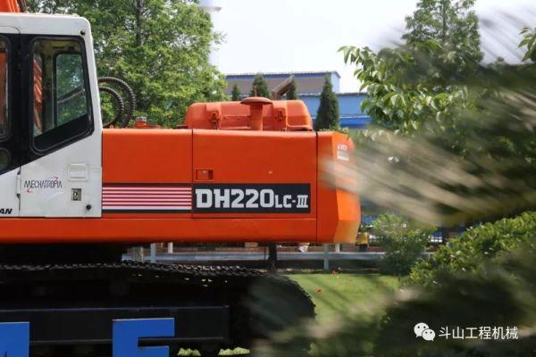如果你有幸来过<a href=http://product.d1cm.com/brand/doosan/ target=_blank>斗山</a>烟台工厂,那么相信你一定对它记忆犹新——DH220LC-Ⅲ