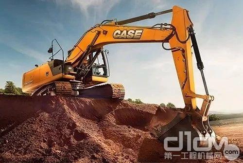 凯斯CX220C拥有更长的履带,在提高稳定性的同时,也增加了对于恶劣地形的适应能力。