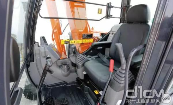 新型ZX70-5A配置了CRES驾驶室,内部功能装置布局集中