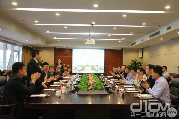 中联重科与一汽解放签署战略合作协议现场