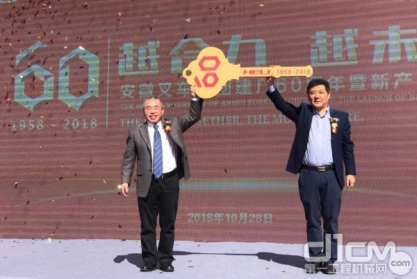 第一百万叉车正式交付上海港务集团