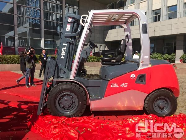 全新一代4.5T内燃机平衡叉车