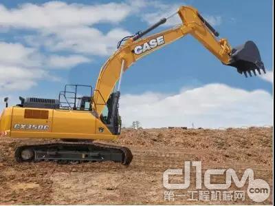 凯斯CX350C标配了6.15m标准动臂与3.1m斗杆,多角度挖掘斗,作业循环更快