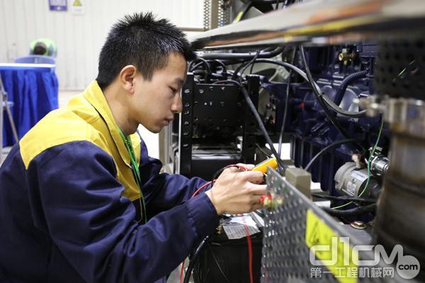"""""""中联重科杯""""筑路职工技能大赛——学生组比赛现场"""