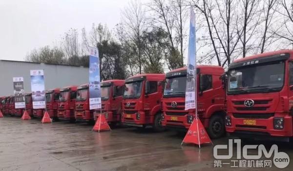 红岩杰卡是在同步欧洲的重卡研发技术基础上,结合中国道路环境运输实际研发的