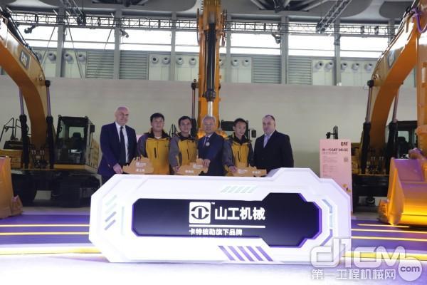 卡特彼勒公司于2018上海宝马展隆重发布三款山工新葡亰496net(SEM)品牌产品