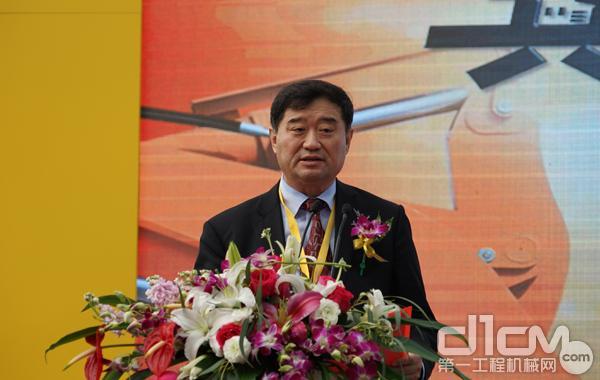 中国工程机械工业协常务副会长兼秘书长苏子?#29616;?#36766;