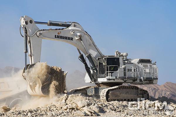 新款利勃海尔矿用挖掘机R 9100 B在2018年Bauma展期间首次与公众见面。