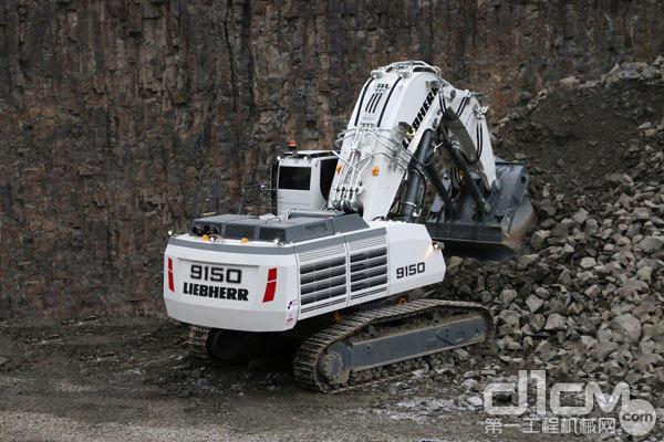 新款利勃海尔矿用挖掘机R 9150 B配置了经久耐用及历经考验的利勃海尔V型12缸柴油发动机,并可提供电驱动版本。