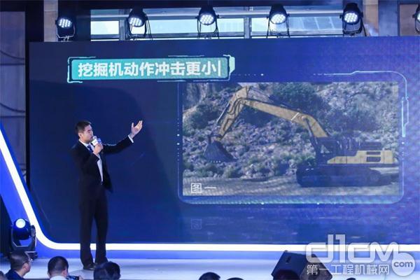 徐工挖掘机械事业部市场渠道部部长黄世顶作DK系列产品宣讲