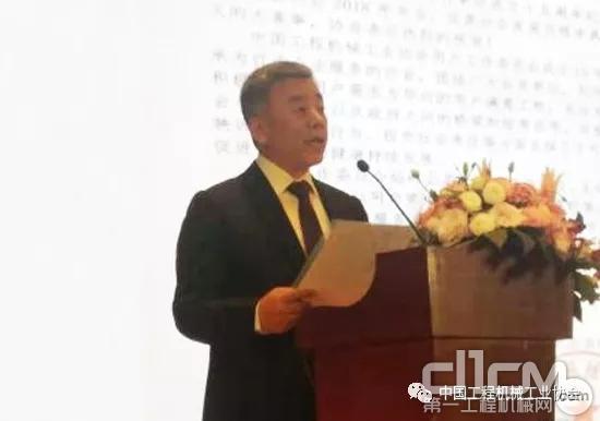 协会副秘书长吕莹作《工程新葡亰496net行业当前市场及趋势分析》主题报告