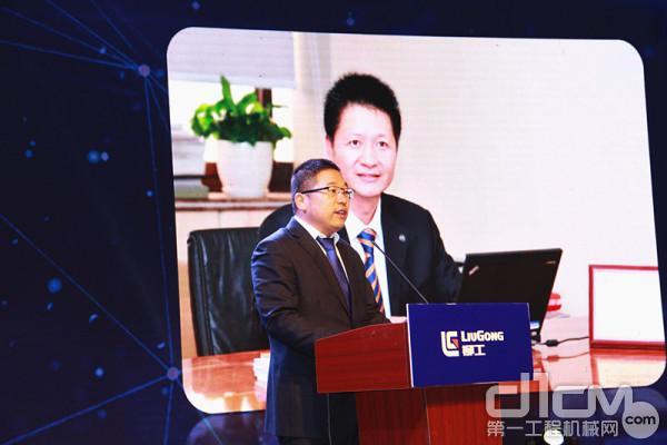 安徽柳工起重机有限公司总经理邓波代读广西柳工机械股份有限公司总裁黄海波贺信