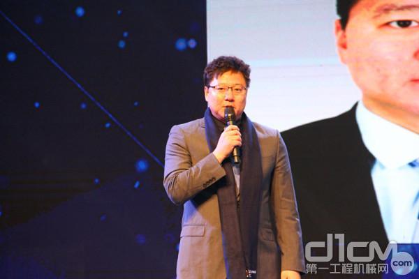 东风康明斯发动机有限公司副总经理,营销公司总经理王春光作主旨演讲