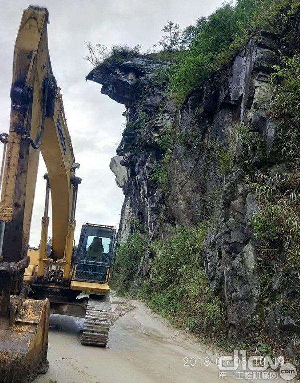 小松挖机施工状态