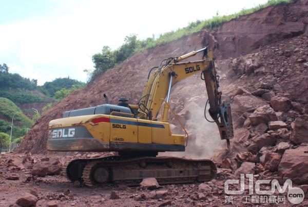 事业发展,临工挖掘机常相伴