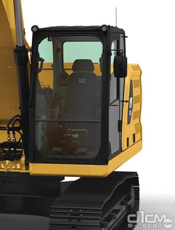 新一代 CAT®大型挖掘机的驾驶室
