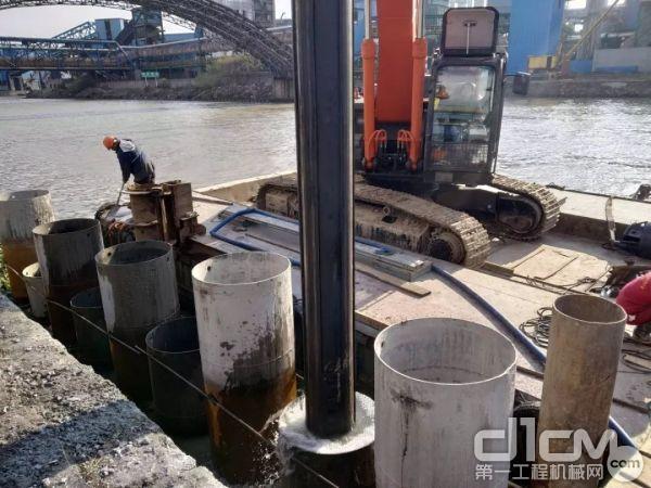 3、运河靠岸边吃水浅,船只无法直接进入桩位,施工设备需要重量轻、有5米以上的回转施工半径。