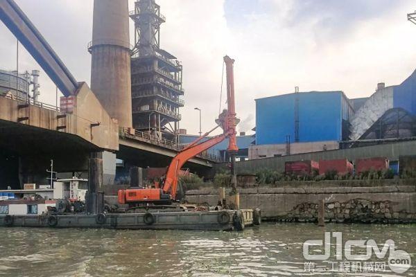 SE30旋挖钻机采用用户(江苏路航建设工程有限公司)提供的日立260挖掘机进行安装而成。
