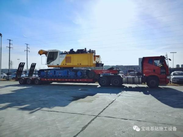 图为贵州地矿订购的BG 38钻机于2018年底从宝峨天津工厂发货。