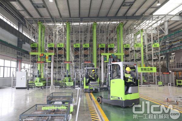中联重科塔机智能工厂内厂房拍图