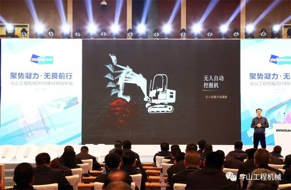 百度研究院3D视觉首席科学家杨睿刚发表主题演讲