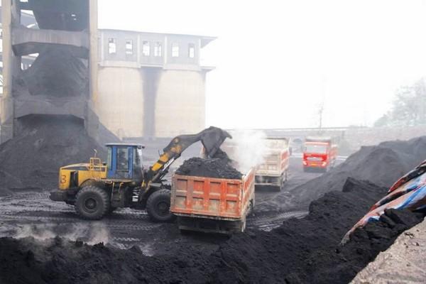 图:装载机铲装散煤