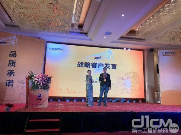 云南最炬战略客户朱培虎登台发言