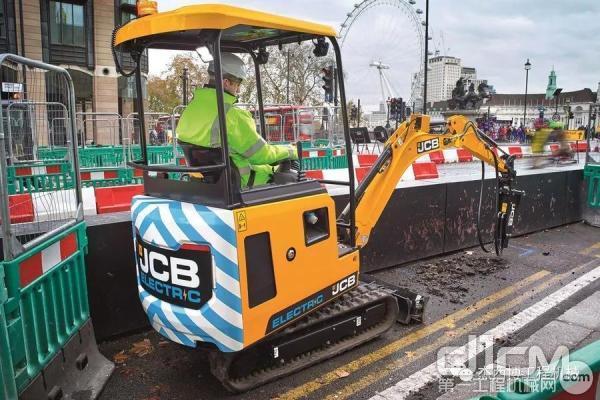 JCB 电动小挖19C-1E