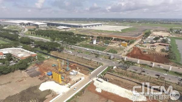 """图为苏加诺-哈达国际机场""""东部连接跑道1期""""工地。"""