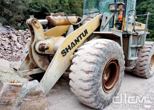 山推SL50W装载机施工现场