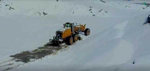 徐工集团的矿用平地机在低温下工作
