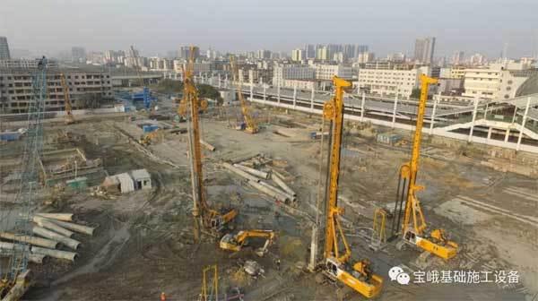 宝峨铣槽机旋挖钻机在工地施工