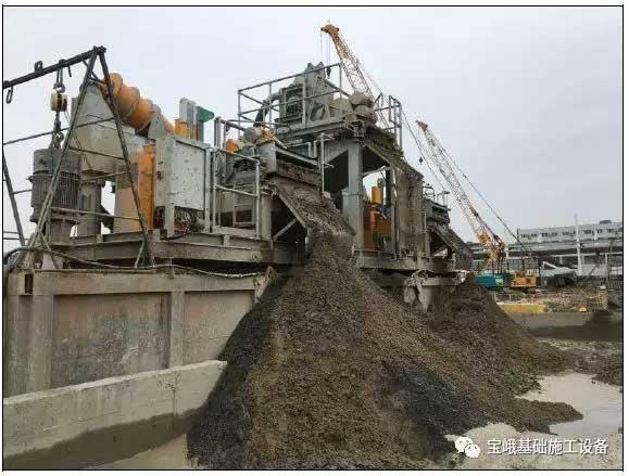 图宝峨BE 500除砂器筛分出经BCS 40铣槽机铣削出的灰岩颗粒。