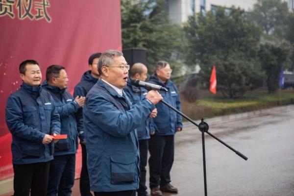山河智能董事长何清华宣布发车