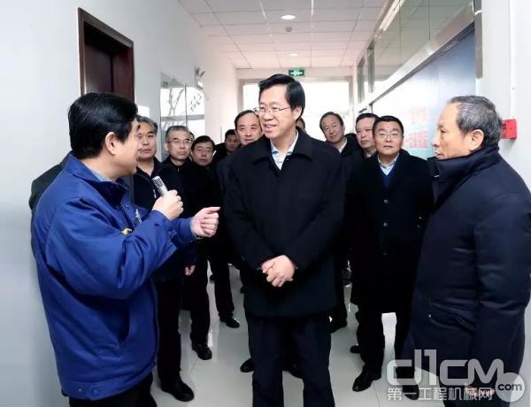 庄兆林市长一行参观徐工研究院研发中心