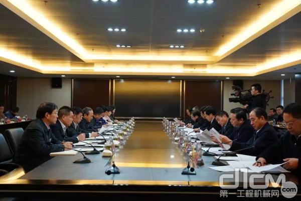 庄兆林市长一行听取徐工集团汇报