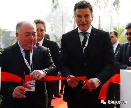 法亚集团总裁兼首席执行官Jean-Claude Fayat先生和道路事业部总裁Jörg Unger先生共同为新工厂落成剪彩