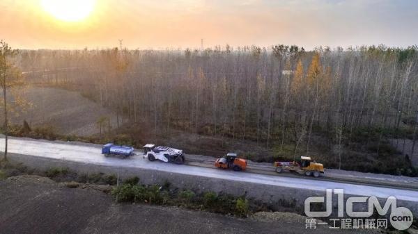 维特根设备建设美丽农村路