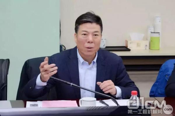 法士特集团党委书记、董事长严鉴铂