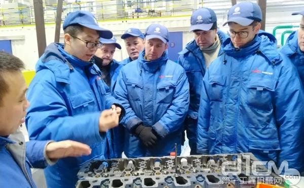 马兹潍柴公司中白员工交流发动机装配技术