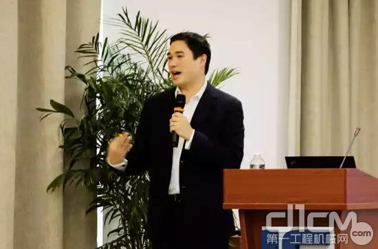 美国卡莱尔公司合伙人KorinHaseawa-John作《客户为中心的后市场业务发展》主题报告