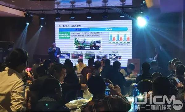广州砼之邦营销总监陈伟讲解雷萨重机产品卖点