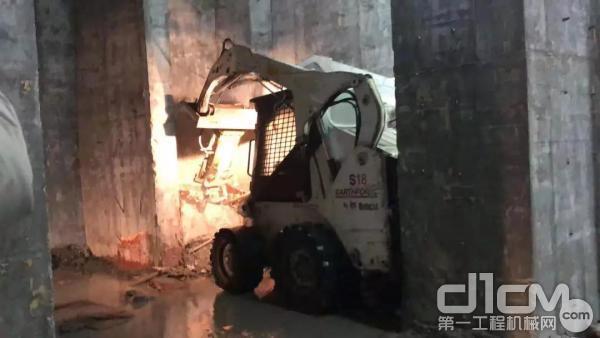 山猫沃福S18破碎作业
