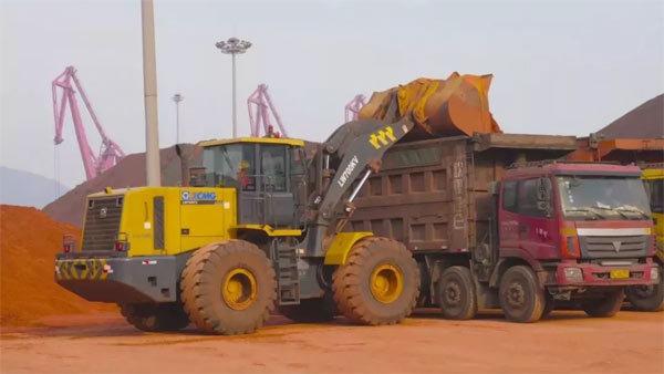 徐工LW700KV装载机正在工作