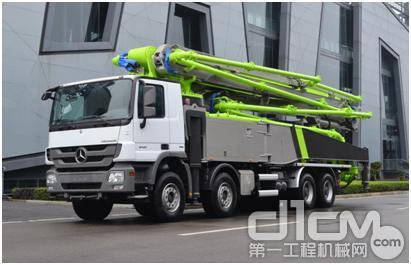 中联重科高精高效56米泵车