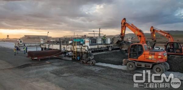 在蒙古乌兰巴托新机场建设跑道、滑行道以及停机坪