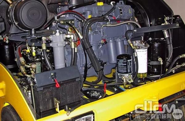 宝马格胶轮压路机全液压驱动行走驱动系统