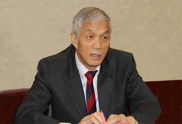 中国工程机械工业协会会长祁俊作中国工程机械行业发展形势发言