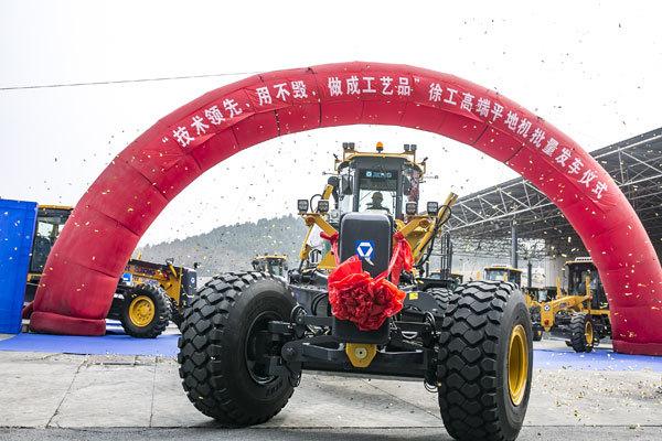 2019年3月,徐工高端平地机批量发车仪式